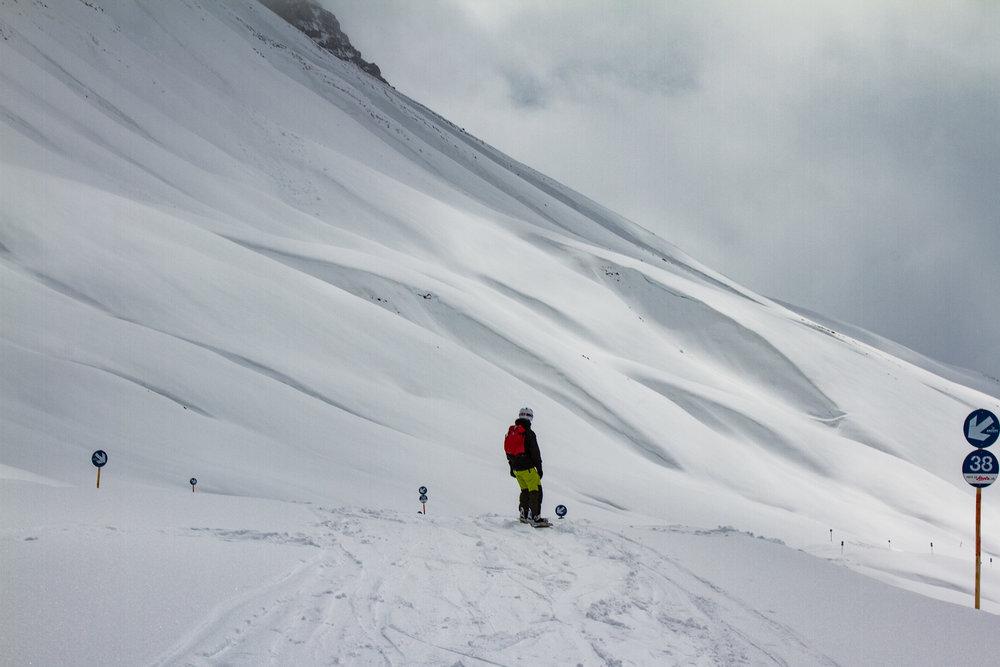 Top Bedingungen Mitte April: Unterwegs Richtung Zürs - © Skiinfo