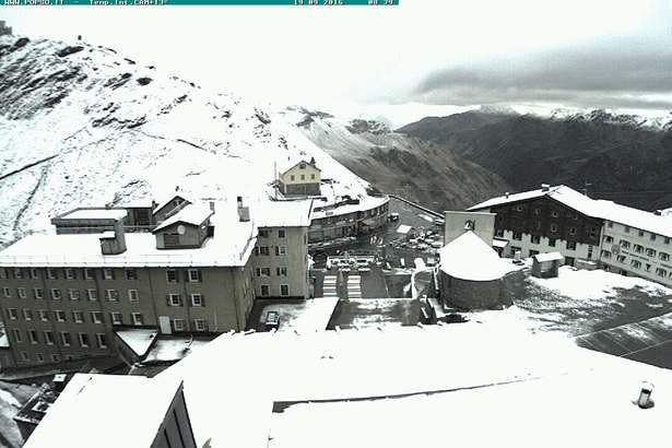 Fresh snow in Passo Stelvio 18.9.16 - © Webcam Passo Stelvio