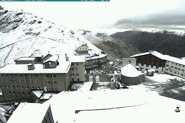 Una spolverata di neve a Passo Stelvio, 18.09.16 - © Webcam Passo Stelvio