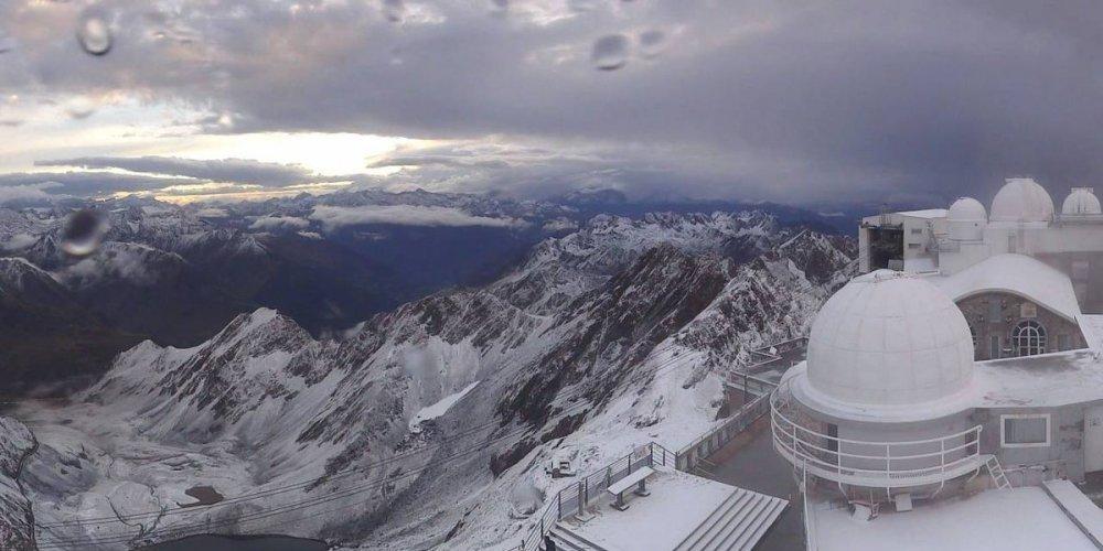 Anche il Pic du Midi comincia a colorarsi di bianco! - ©Twitter Keraunos