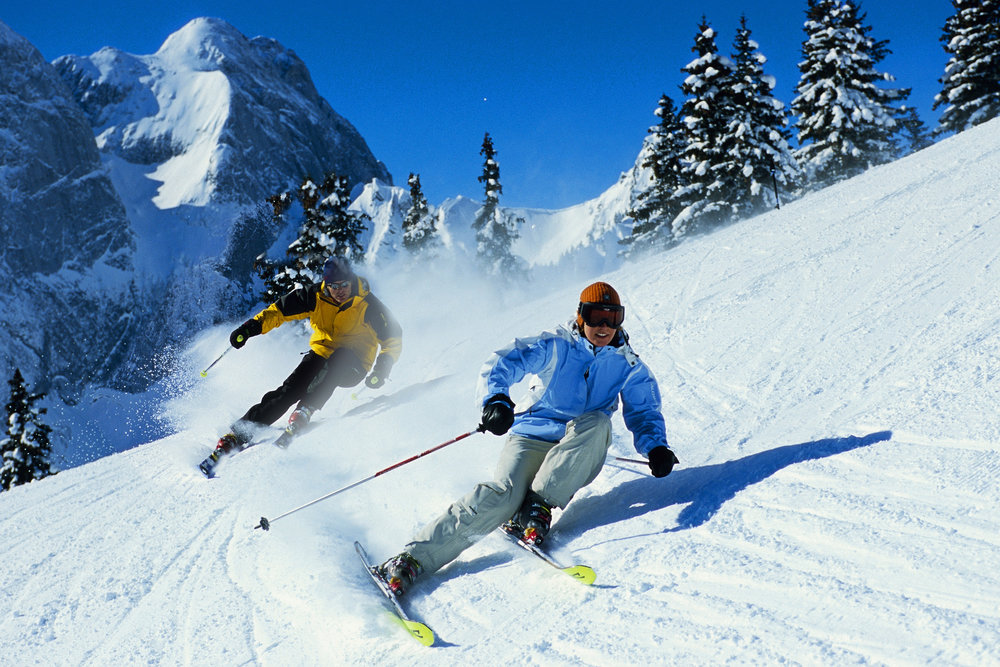 Skiers in Gstaad, SUI. © Gstaad Saanenland Tourismus - ©Gstaad Saanenland Tourismus