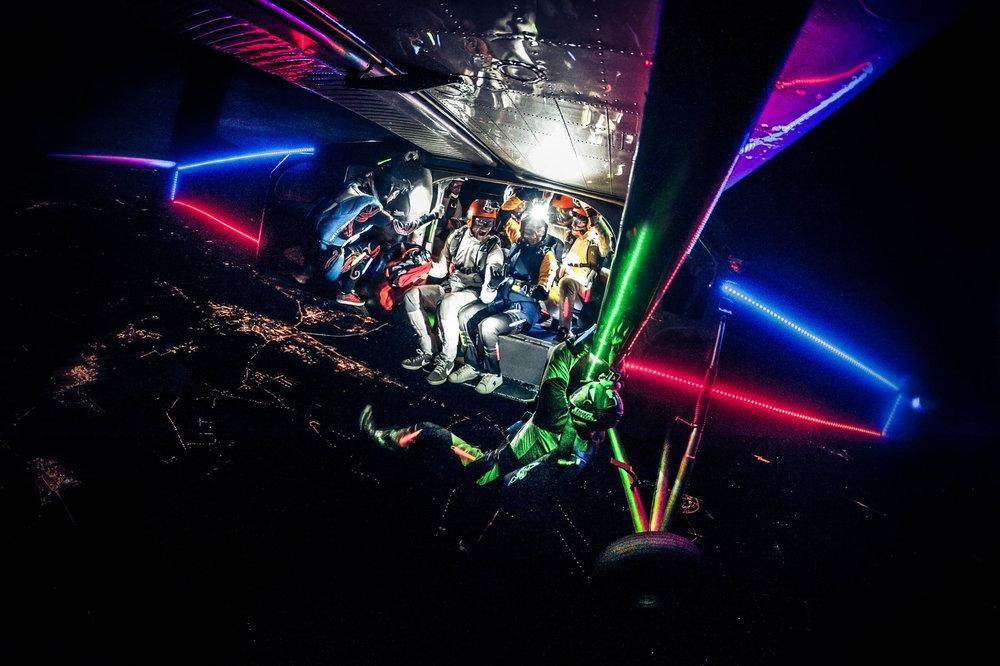 Farbiges Fallschirmspringen - ©Red Bull Illume | Kuba Konwent