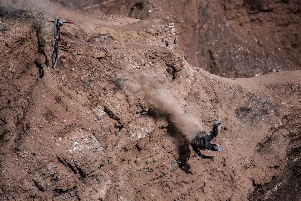 Autsch! Nicholi Rogatkin haut es hin - ©Red Bull Illume | Dean Treml