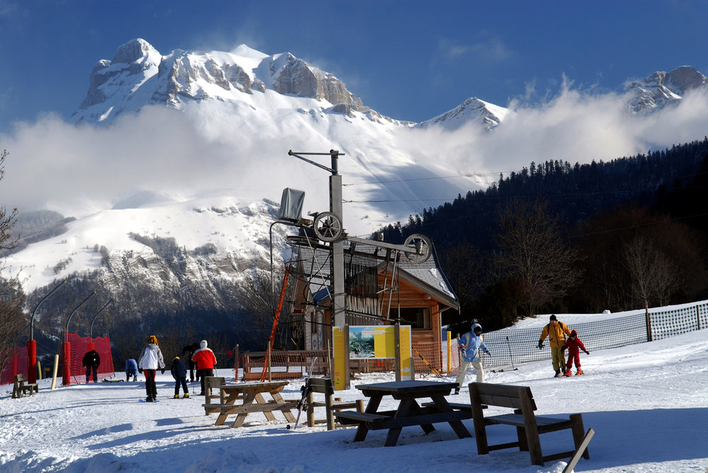 Le front de neige et le départ des pistes de ski de Lus la Jarjatte - © Office de Tourisme du Pays Diois