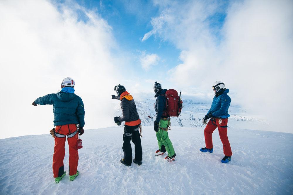 Det er ikke alltid man blir møtt med panoramautsikt, da været i Jotunheimen er vanskelig å forutse. Stemningen i gruppen var imidlertid god med engasjerte diskusjoner. - ©Tor Berge - Norexplore