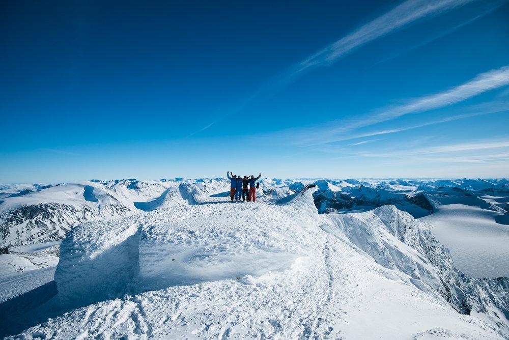 Spektakulær utsikt når skylaget letter. - ©Tor Berge - Norexplore