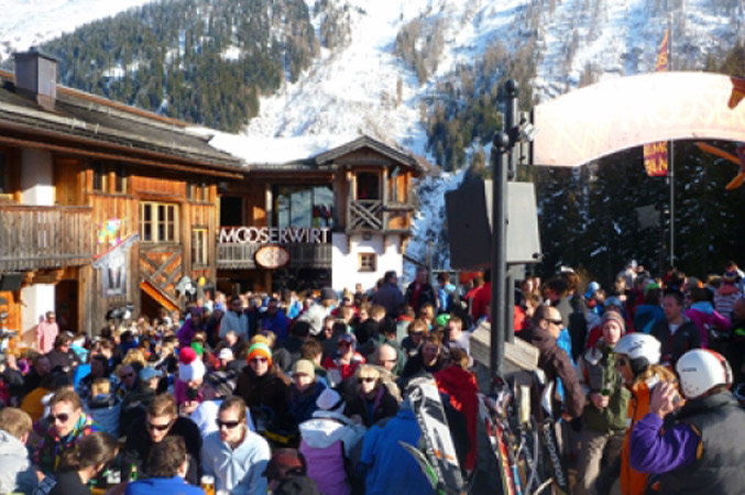 For lively apres-ski head to the Mooserwirt bar on St. Anton's slopes - ©St. Anton Tourism