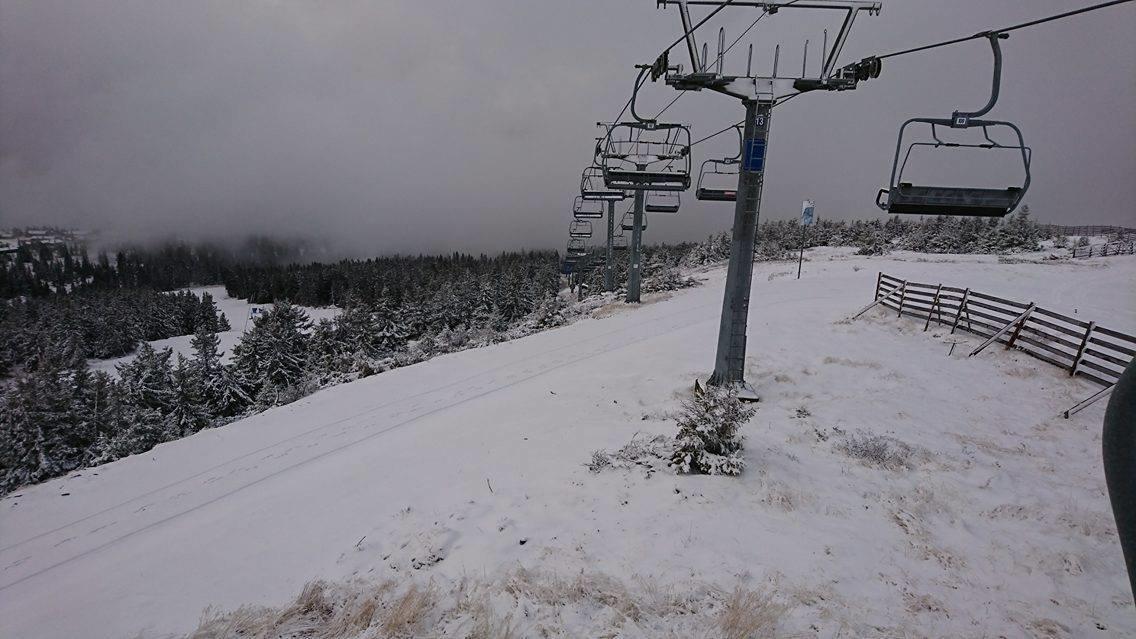 Snøen har begynt å legge seg i Hafjell Alpinsenter. Ventetiden er snart over. - © Hafjell