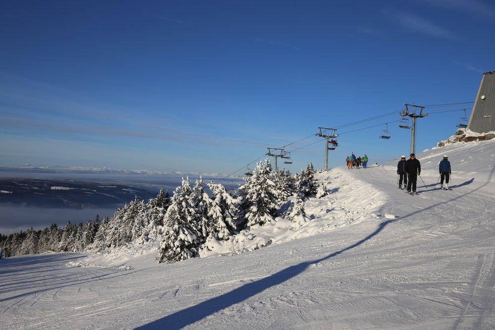 Vinteren er her for fullt, og det er bare å finne frem skiene. Her fra åpningen på Hafjell forrige lørdag. Denne helgen åpner de flere bakker. - © Hafjell Alpinsenter