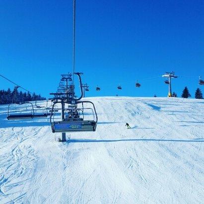 Zieleniec Ski Arena - Jak na początek sezonu w miarę ok. Wieczorami brakuje sztucznego naśnieżania tutaj Polska powinna się uczyć od innych! Wieczorami robią się muldy, lód i w niektórych miejscach brakuje śniegu! Pogoda ok tutaj trzeba mieć szczęście :)  - © Piotr