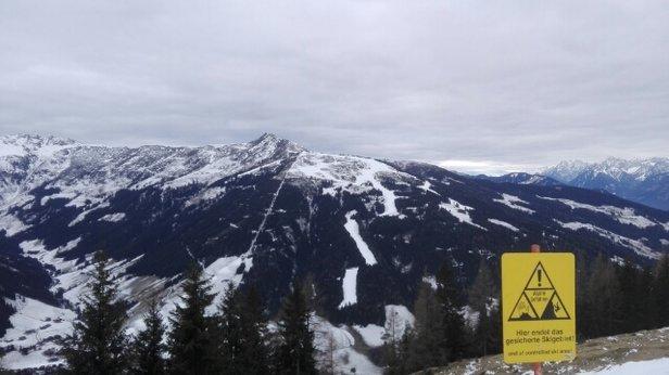 Ski Juwel Alpbachtal Wildschönau - Die Talabfahrt nach Auffach und die Wurmegg Piste waren heute die besten Pisten im Skigebiet. Auf Alpbacher Seite waren die Pisten teilweise vereist. - © Flocki