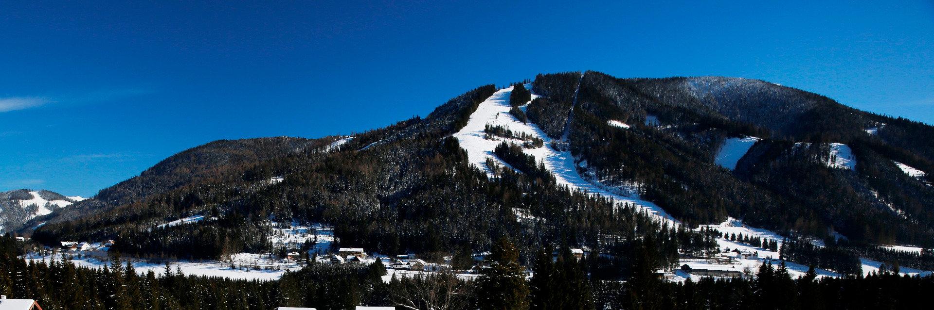 Der Blick vom Loipenzentrum auf die Skipisten - © Herbert Raffalt/Tourismusverband Hohentauern