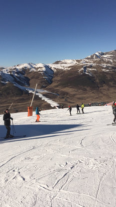 Baqueira - Beret - Snow cannons working hard. No snowfall for 2 months and where there are no cannons cover is thin or bare. - ©iPhone 6 AJM