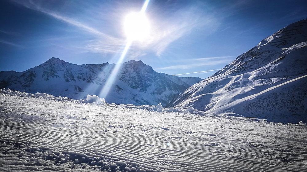 Frostiges Rifflsee in Sonnenschein getaucht - © Pitztaler Gletscherbahn GmbH&CoKG