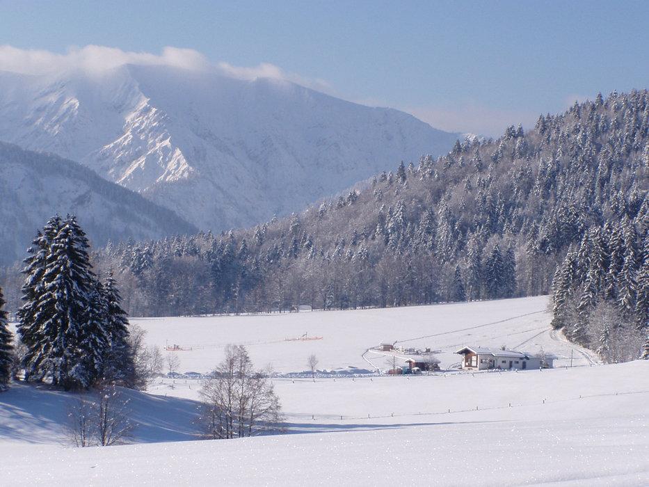 Die Landschaft des Skigebiets Hirschberglifte - © Hirschberglifte Kreuth