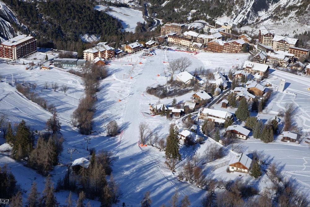 Vue aérienne de la station de ski du Sauze et de ses résidences - © OT du Sauze