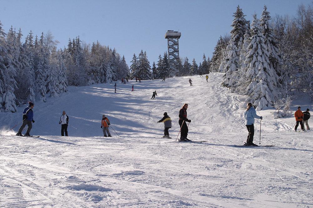 Pistenaction im Skigebiet Waldkirchen-Oberfrauenwald - © Tourismusbüro Waldkirchen