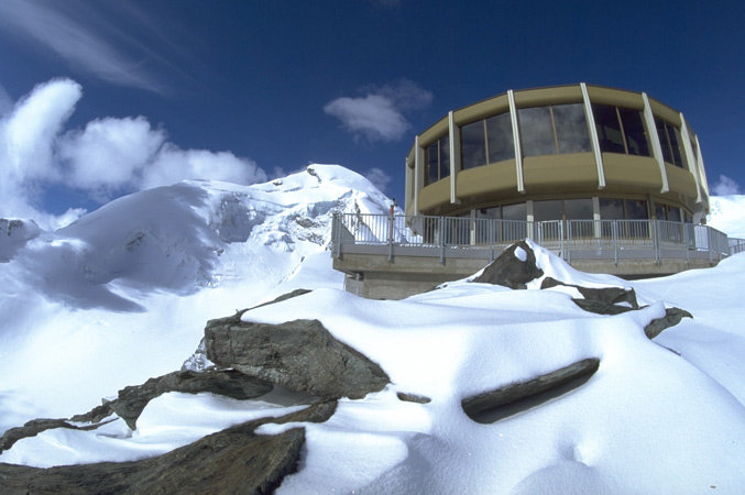Revolving Restaurant Three Sixty at 3500m in Saas Fee - © Saas Fee
