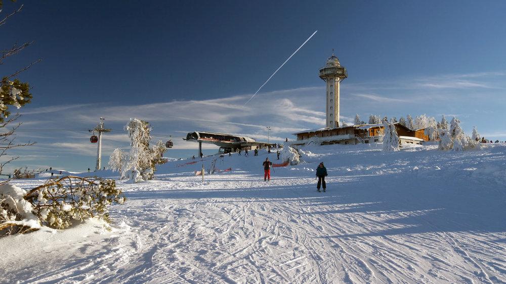 Bergstation Ettelsberg mit Turm - © Skigebiet Willingen