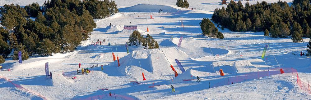 Vue sur le Snowpark de La Calme à Font-Romeu - © OT FONT-ROMEU