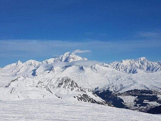 Les Arcs - bonne neige au dessus de 2000. béton en dessous mais du soleil - © anonyme