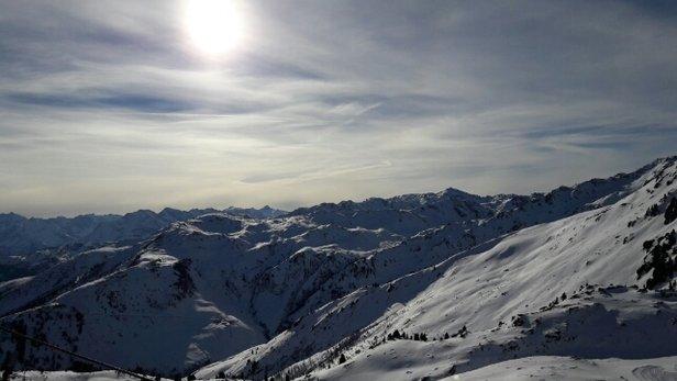Hochzillertal - Beste Schneeverhältnisse und toĺles Wetter. Gestern Neuschnee.Pisten super präpariert. - © tirlbacher
