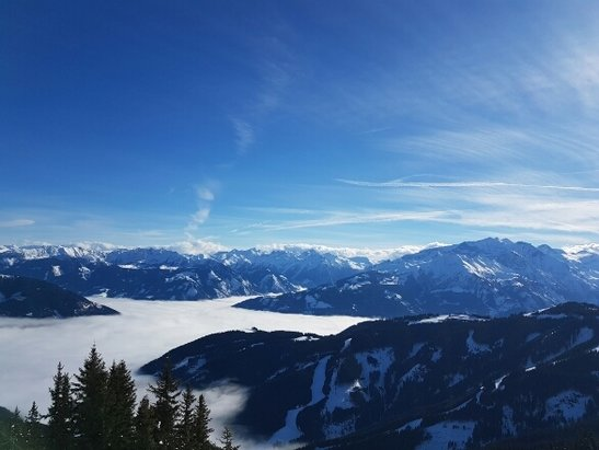 Zell am See - Schmittenhöhe - Good skiing, some fog on lower slopes and slush snow in some. But good stuff all around! - © JoHo