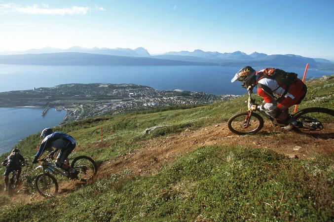 Narvik_downhill_Jeff_Webb2_677px