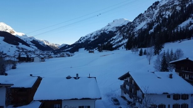 Lech Zürs am Arlberg - Base snow looking good - village very snowy