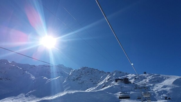 Skiarena Andermatt-Sedrun - glorious weather - © stephengildert85