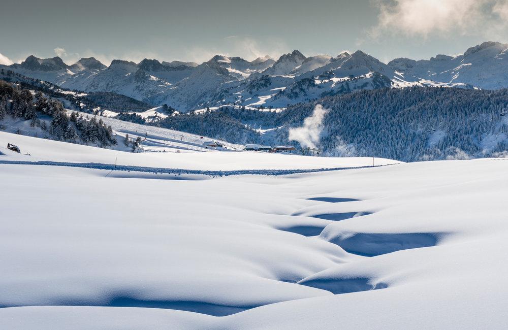 Magnifique paysage hivernal de Baqueira Beret sous la neige fraîche - © Station de Baqueira Beret