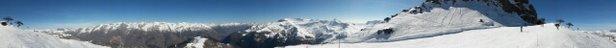 Auron - Neige top en haut.  Soupe congelée / décongelées en bas. Dans quelques jours, à ce rythme, la zone de la Pinatelle sera impraticable.  Un repas face aux montagnes. Je vous fais partager  - © Stephane R