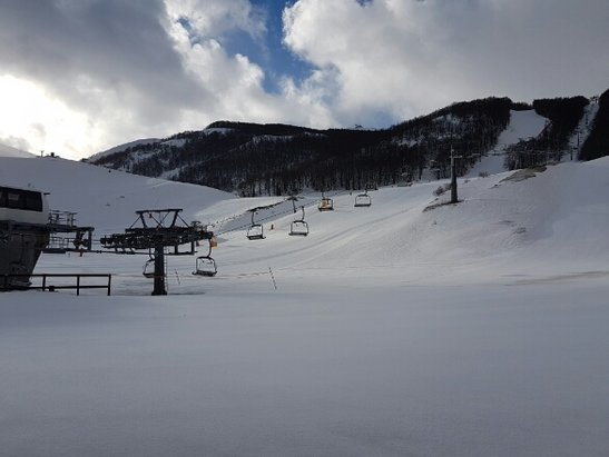 Campo Felice - Rocca di Cambio - ieri è stata una bellissima giornata... nevicata nella notte!!! poca gente e neve sciabile fino a pranzo  - © marcy77