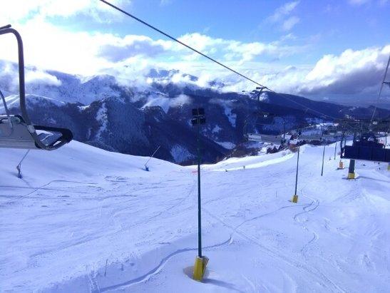 Prato Nevoso - Mondolè Ski - dopo una bufera e seggiovie ferme... fine di giornata con il sole... domani previste belle piste e sole - © Rodrigo Melacarne