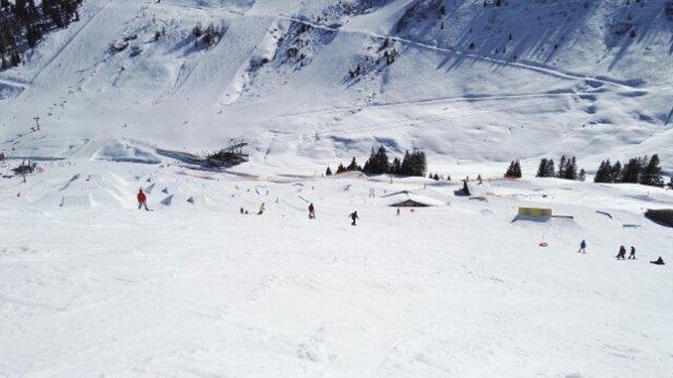 - © Snowboarder