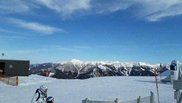 Flachau - Schnee auf dem Berg in Ordnung, die Abfahrt ins Tal ist schwer und tief durch den aufgeweichten Schnee. - © olbrich.stefan