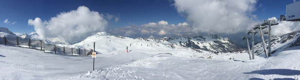 Les Arcs - Decent conditions in the Arc 2K bowl especially up the Aiguille Rouge. 