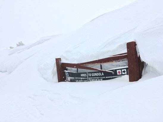 Heavenly Mountain Resort - Lots of good snow left, nobody is up here - ©DavidArndt's iPhone
