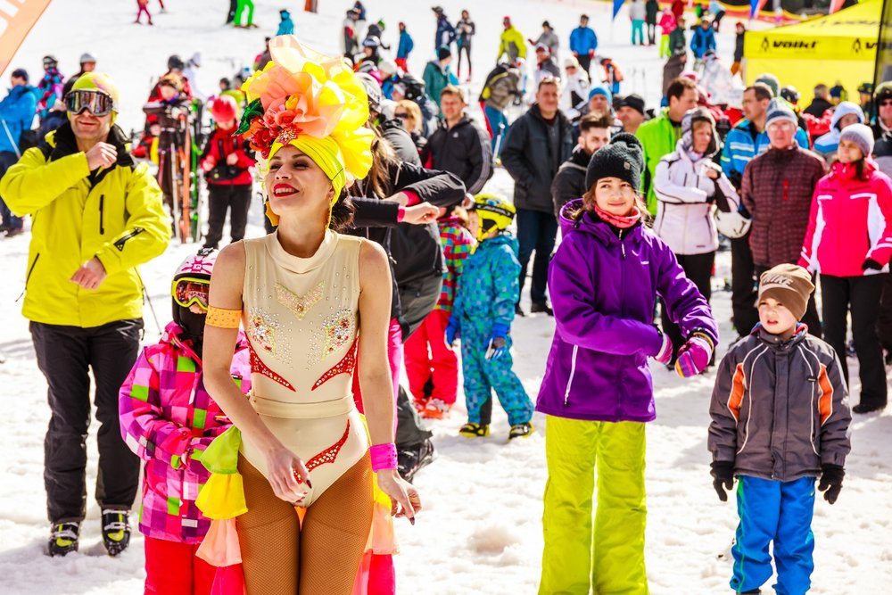 BIKINI SKIING 2017 i Jasna Low Tatras som er Slovakias største skisenter.