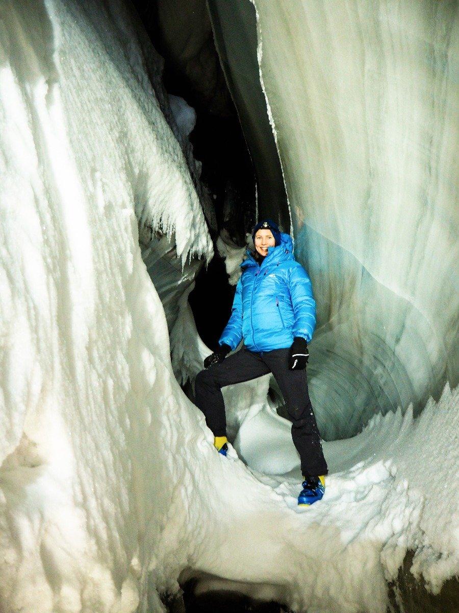 Inne i en smeltevannsgrotte. - ©Vigdis Skogly