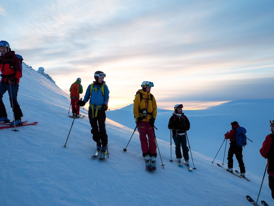 Nedkjøringen foregår på Svalbardpudder ;) Svalbard er nesten en ørken i nedbørsmengde...hardt og fint! - ©Vigdis Skogly