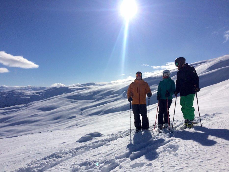 Det har kommet godt over en meter snø i Myrkdalen den siste uka, og mer skal det bli. I helgen var det flotte pudderforhold og strålende sol. - © Myrkdalen
