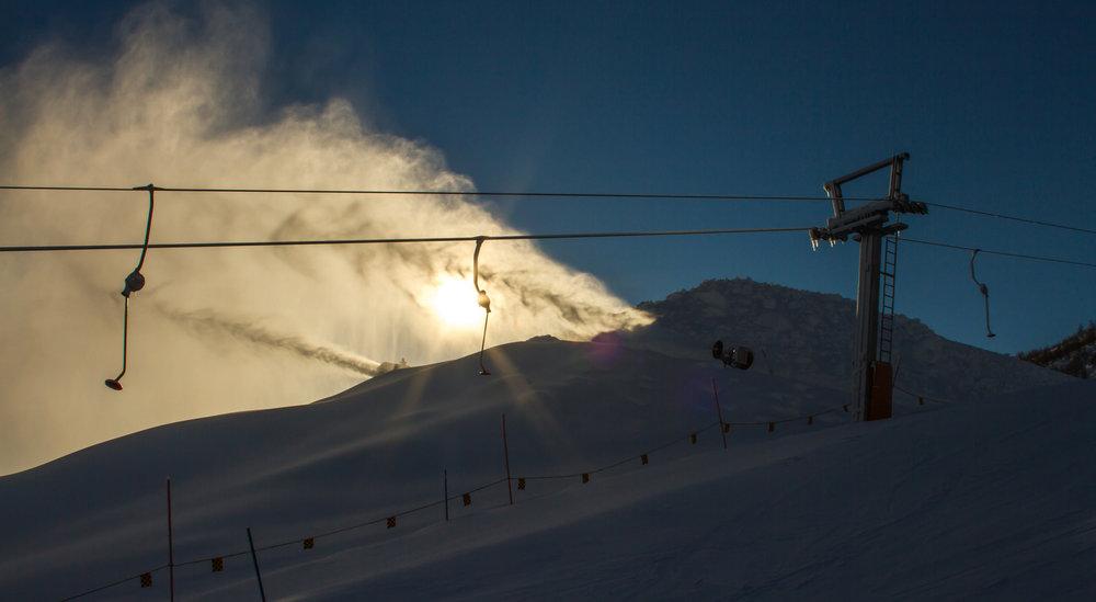 World Cup i Big Air skal gå av stabelen i Myrkdalen 24. og 25. mars. Nå produseres det snø til hopp og landing. - ©Jan Petter Svendal
