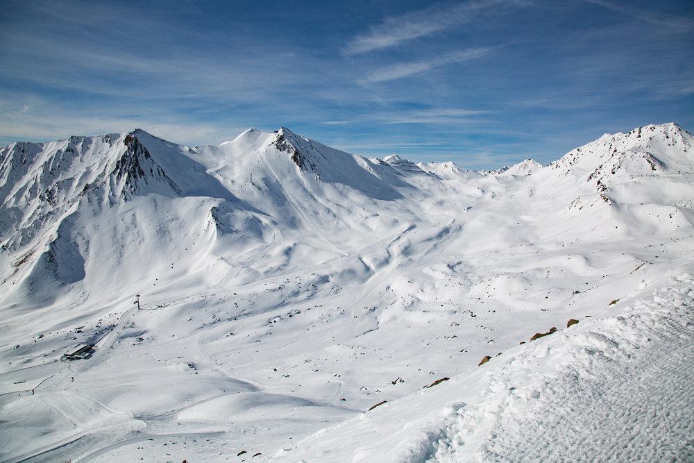 Utsikt fra Oberen Scheid (2600 moh) i Serfaus Fiss Ladis - © Skiinfo