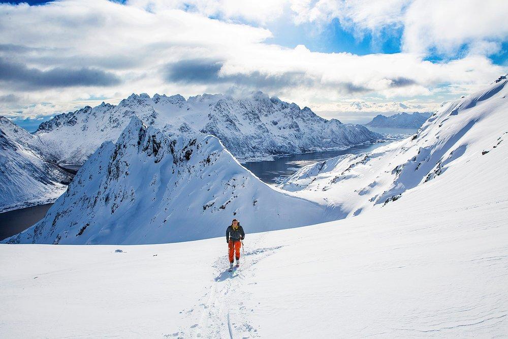 Turene tilpasses etter ferdighetsnivå. Men alle får oppleve den fantastiske utsikten i Lofoten. - ©Mats Grimsæth