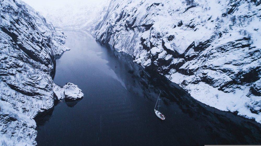 Det er ikke mange andre som seiler i Lofoten på vinteren. - ©Mats Grimsæth