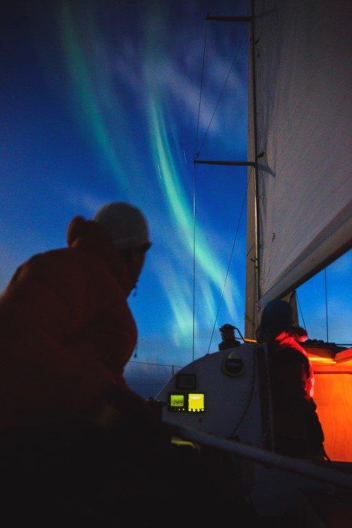 Det er ikke mange som får oppleve å seile under Nordlys. Hvert år under påskeseilasene til SeilNorge har de sett Nordlys. - ©Torbjørn Buvarp