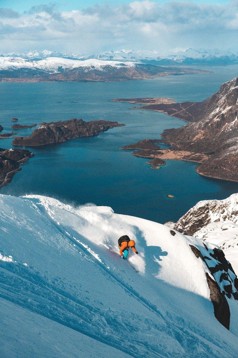 Urørte fjellsider og vill natur i Lofoten. - ©Torbjørn Buvarp