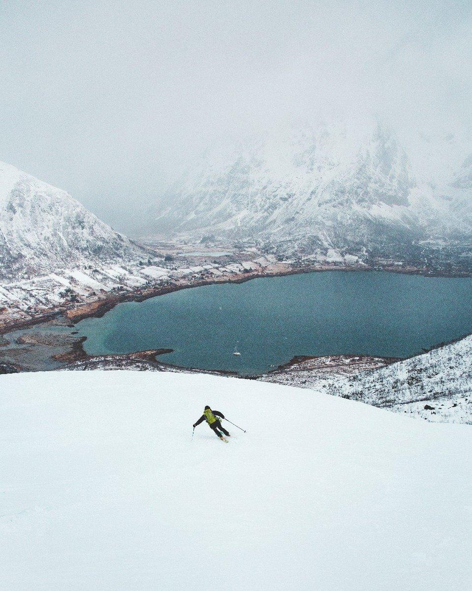 Man står på ski fra