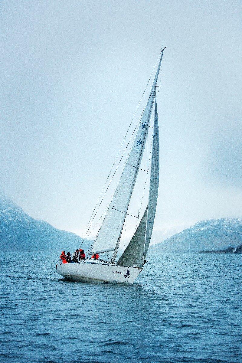 Dyktige og sertifiserte skippere tar deg trygt fra stoppested til stoppested. - ©Torbjørn Buvarp